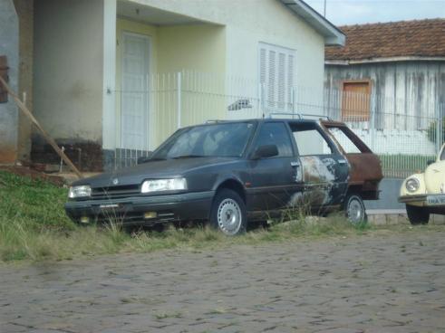 Uma Renault Nevada pedindo por clemência, segudo o autor.
